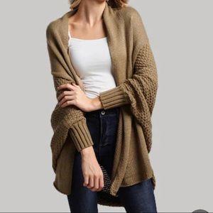 Sweaters - Bateing sleeve cardigan